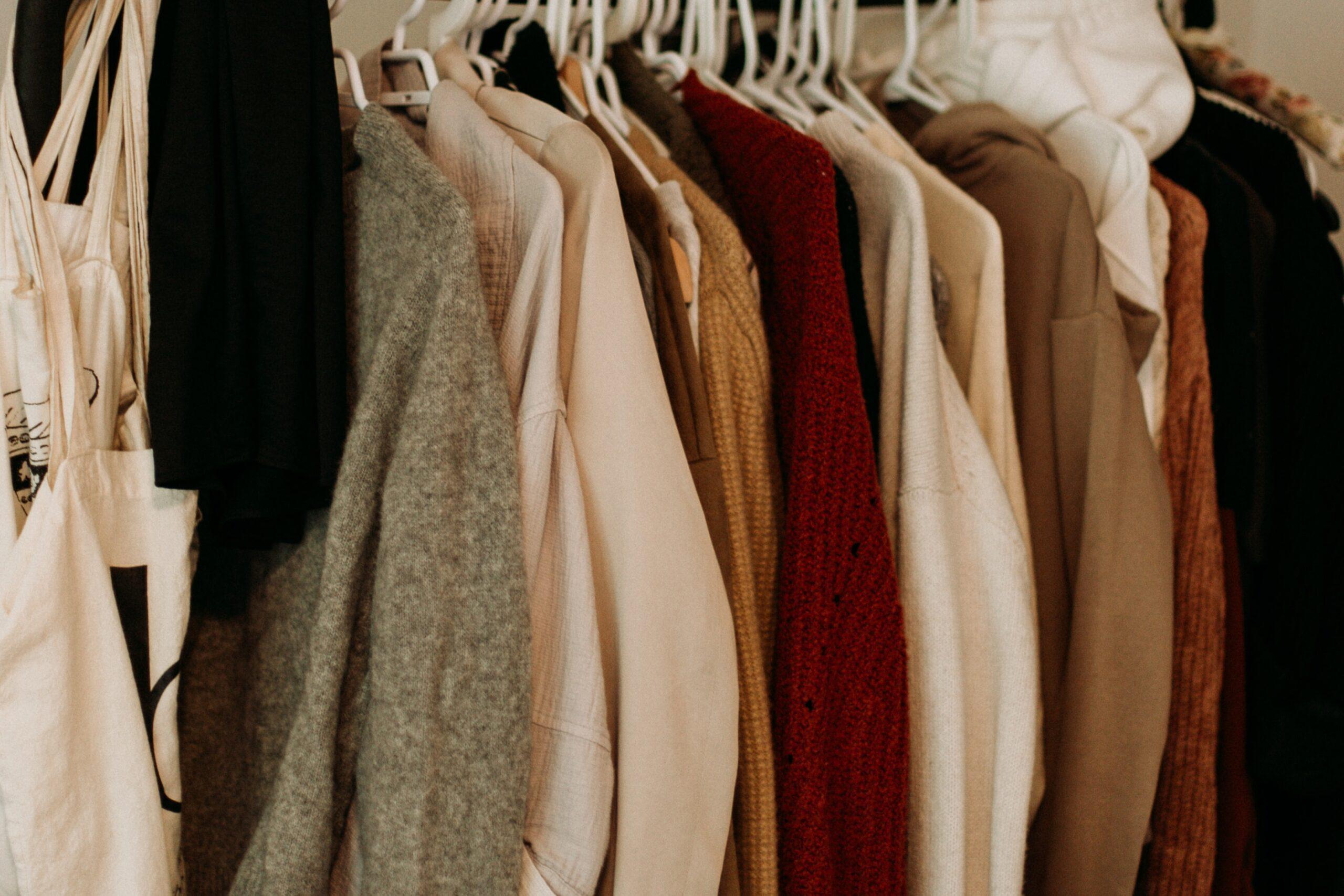 服を買いすぎてしまう・・・。これって浪費癖?原因はストレスかも!?